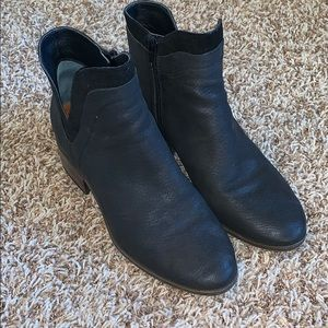 Great condition lucky brand black leather booties!